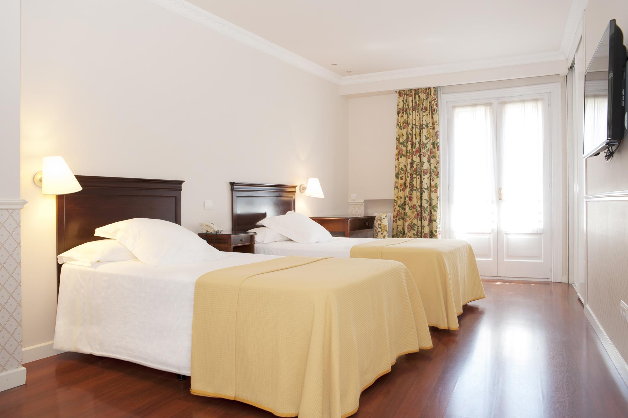 Habitaci n doble en el centro de zaragoza hotel sauce for Precio habitacion hotel