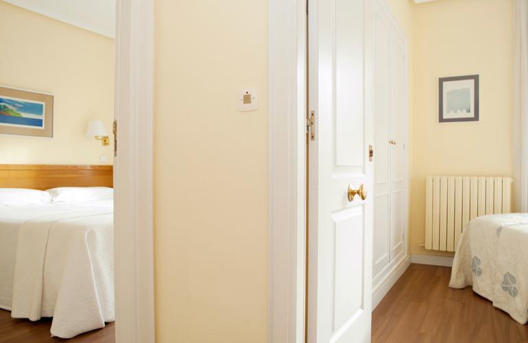 Habitaci n familiar en el centro de zaragoza hotel sauce for Hotel el familiar