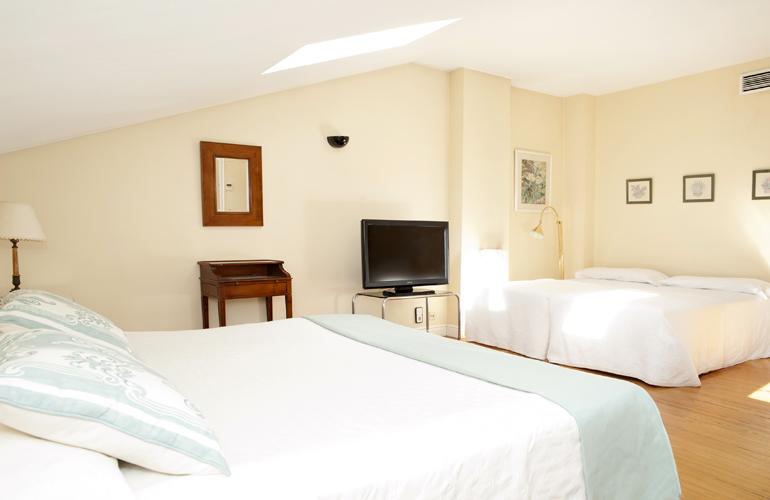 Habitaci n familiar en el centro de zaragoza hotel sauce for Hotel familiar en pilar