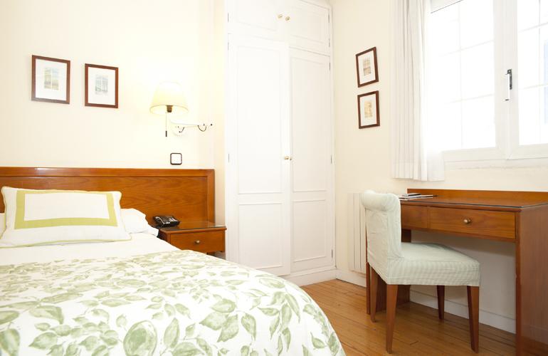 Habitaci n individual en el centro de zaragoza hotel for Hotel habitacion familiar zaragoza