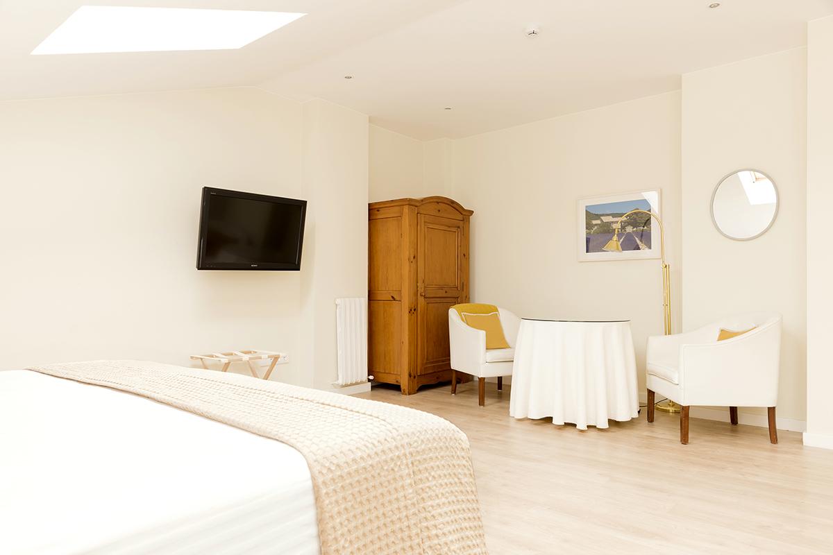 Habitaci n superior en el centro de zaragoza hotel sauce for Dormir en zaragoza centro