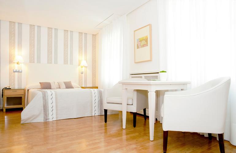 Habitaciones hotel sauce en el centro de zaragoza for Dormir en zaragoza centro